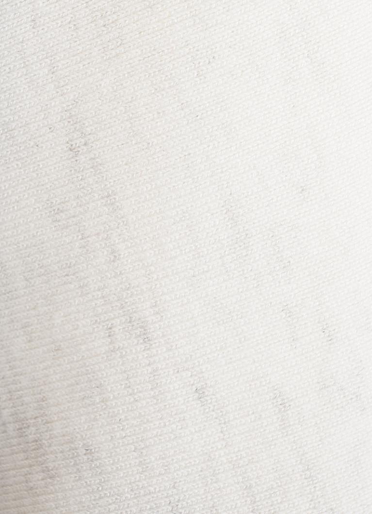 Базовый джемпер с декором из пуговиц по плечам