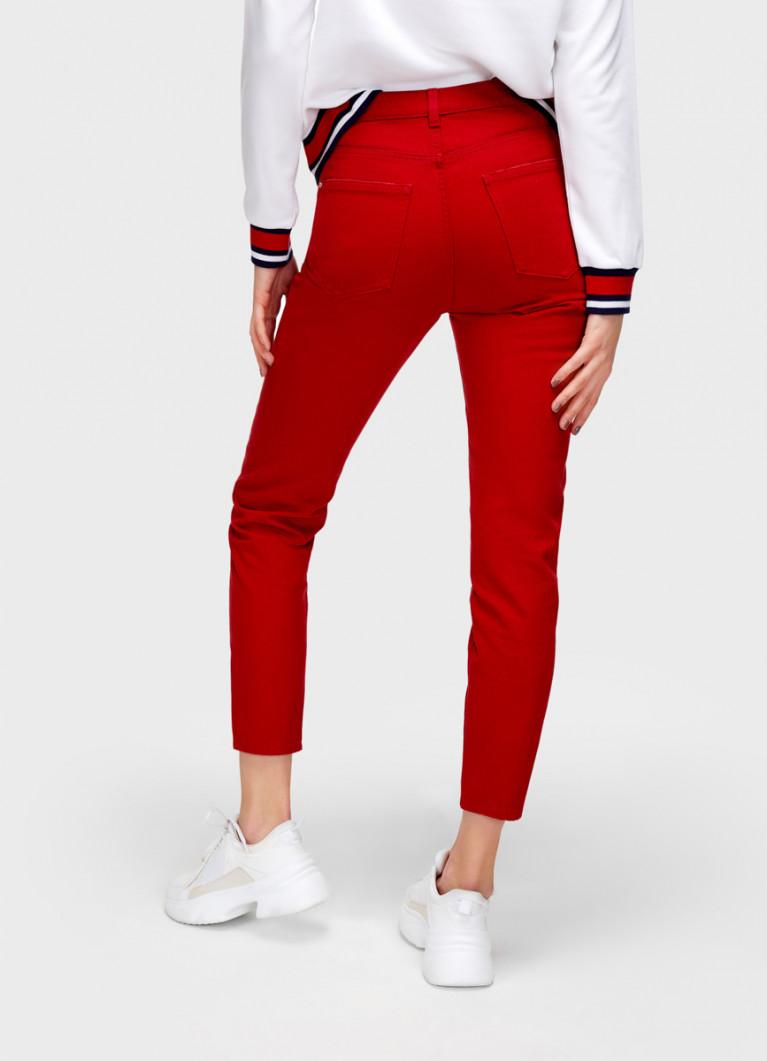 Красные джинсы Mom Fit