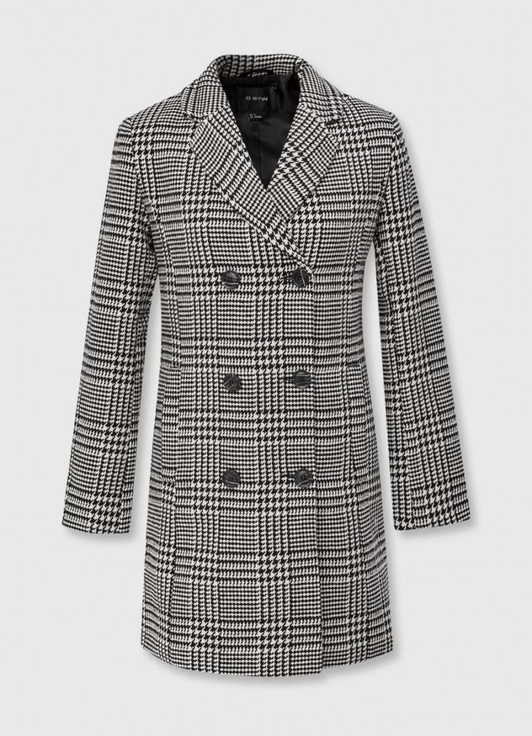 Двубортное пальто с английским воротником