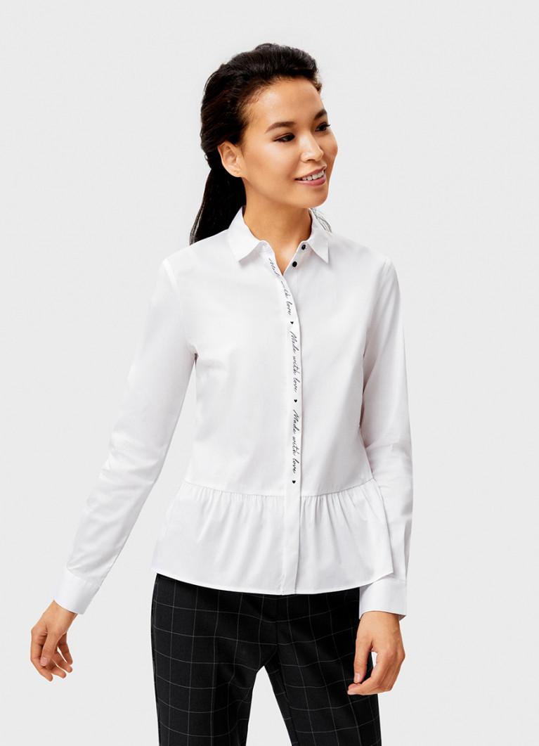 Белая рубашка с контрастным принтом на планке