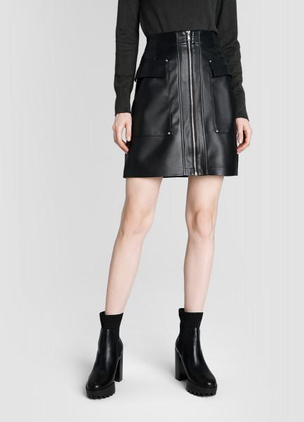 Кожаная юбка с накладными карманами