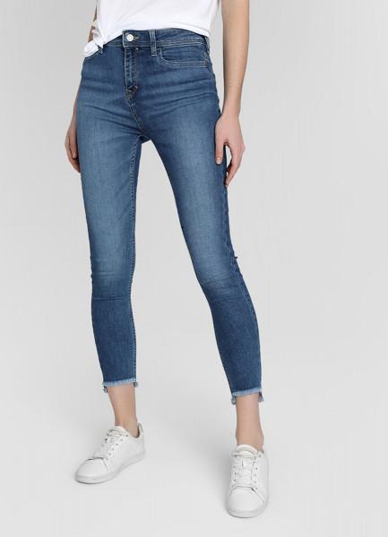 Узкие джинсы с необработанным низом фото