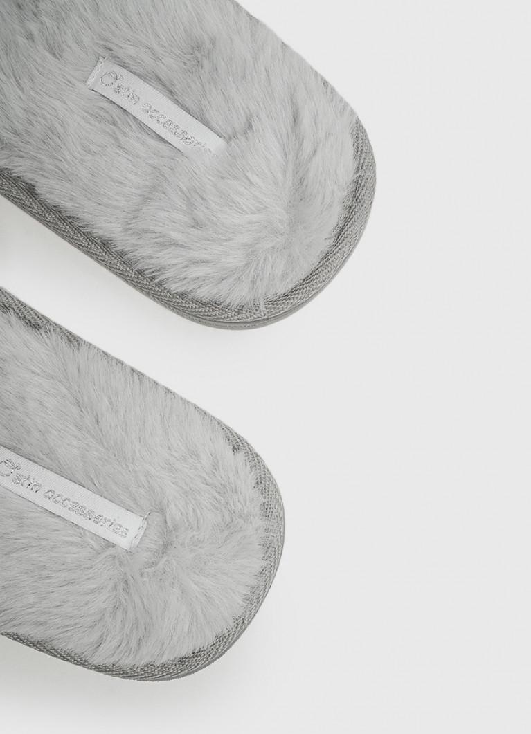 Женская домашняя обувь O'Stin Тапочки с открытыми носами «кошки»