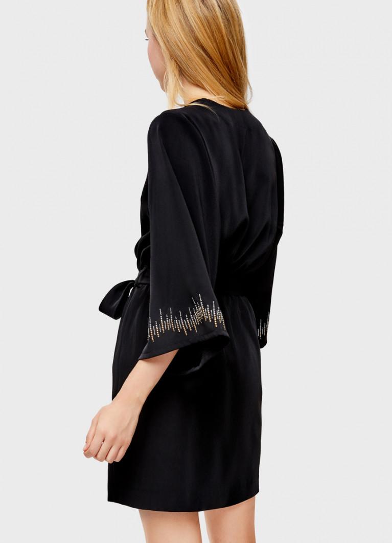 Платье с широкими рукавами