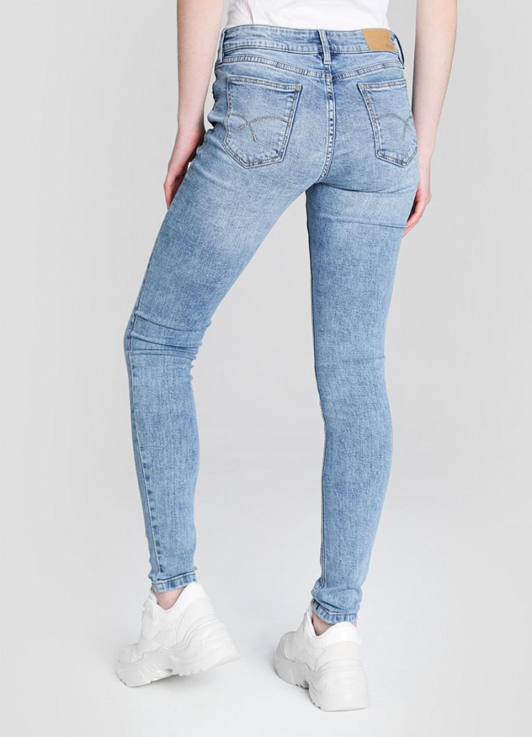 Суперузкие голубые джинсы