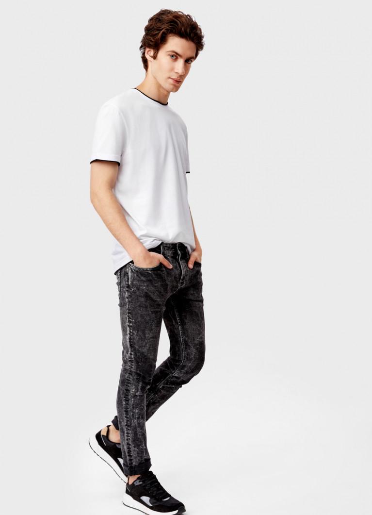 Базовые чёрные джинсы суперскинни