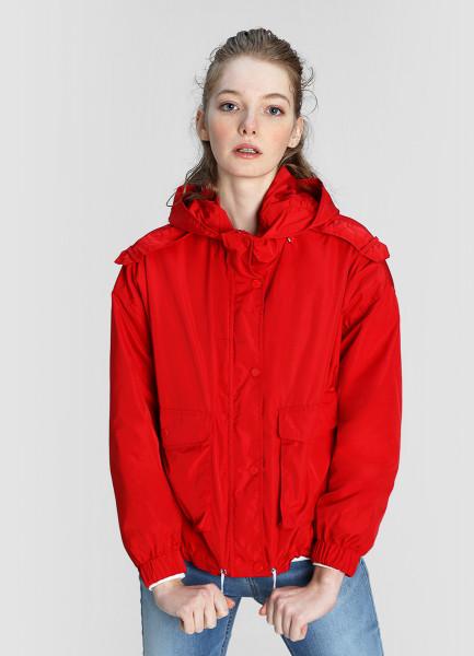 Лёгкая куртка с капюшоном и накладными карманами фото