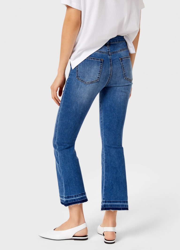Укороченные джинсы клёш
