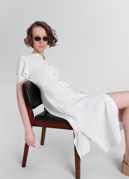 Белое платье с планкой на пуговицах