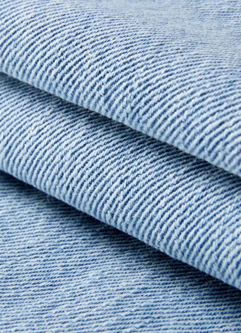 Прямые джинсы Мом Fit
