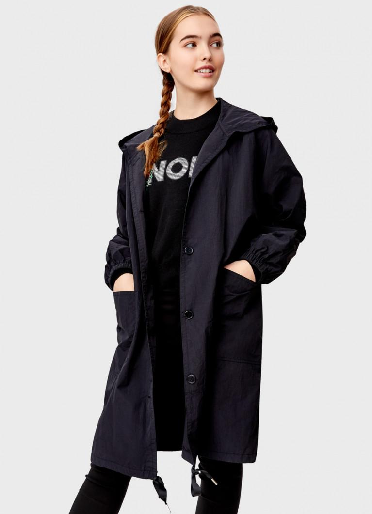 Лёгкая куртка с капюшоном