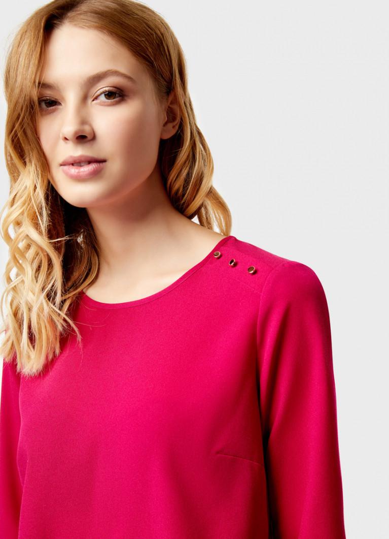 Блузка с декоративными пуговицами