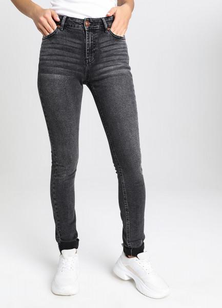 Узкие чёрные джинсы