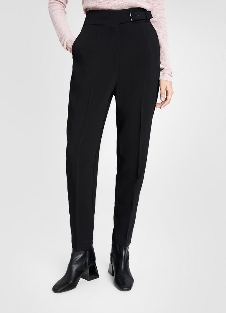 Чёрные брюки-морковки