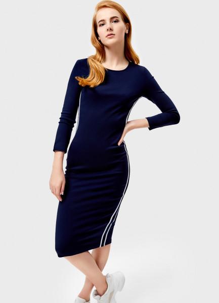 Платье-труба с тесьмой сбоку