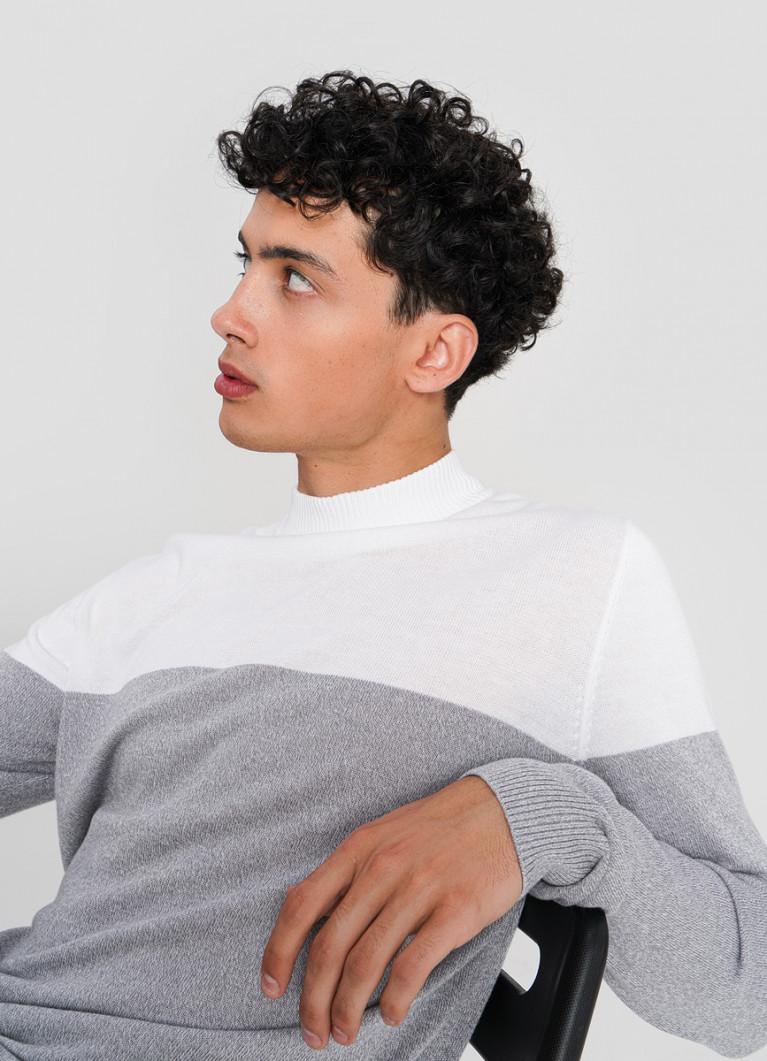 Джемпер с колорблоком тонкой вязки