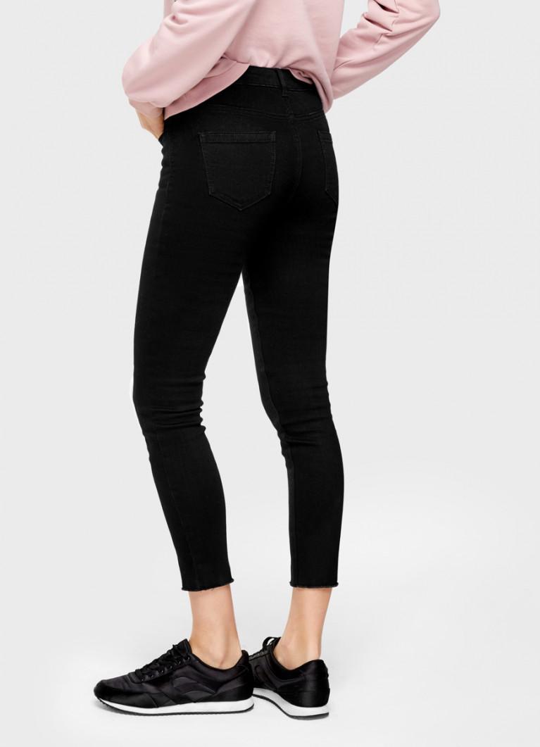 Зауженные джинсы с разрезами