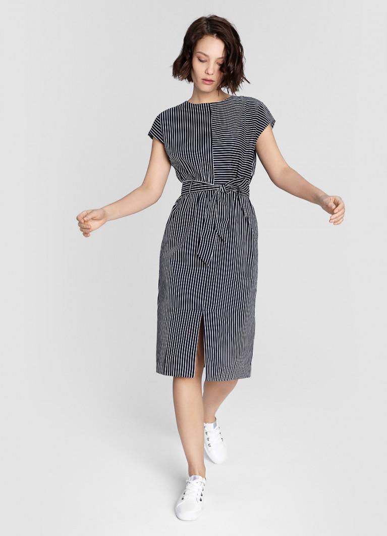 Платье прямого силуэта в полоску