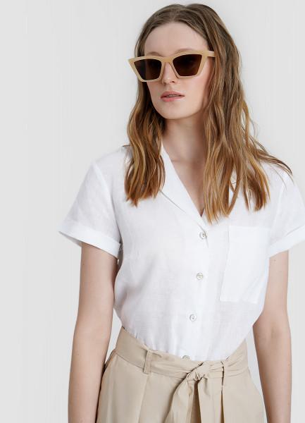 Льняная блузка с перламутровыми пуговицами