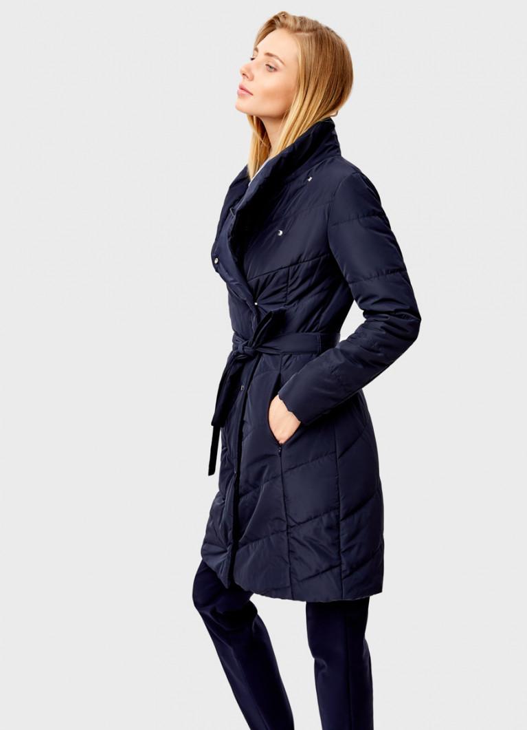Приталенное пальто на запах