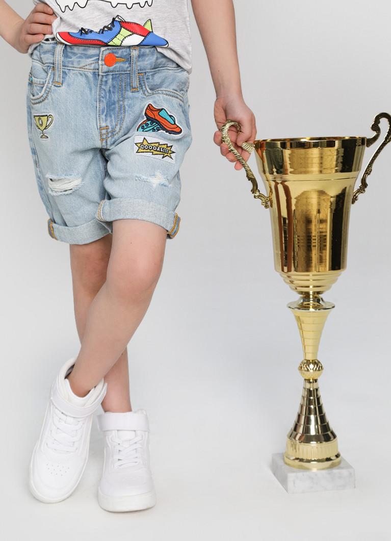 Джинсовые шорты с нашивками для мальчиков