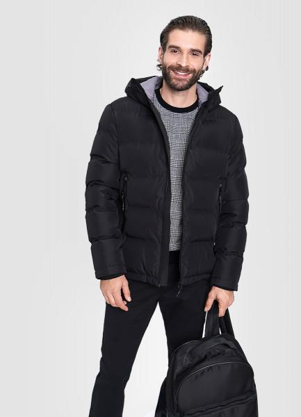 Куртка с капюшоном и технологичными деталями