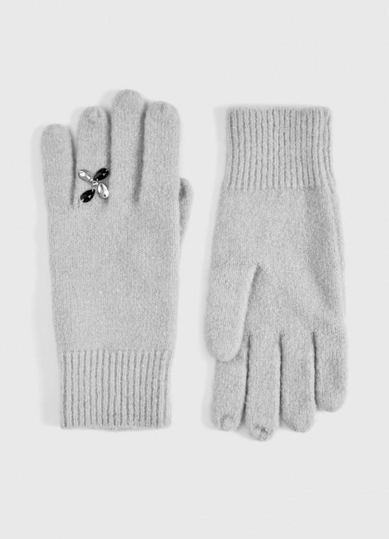 Перчатки с декоративными элементами