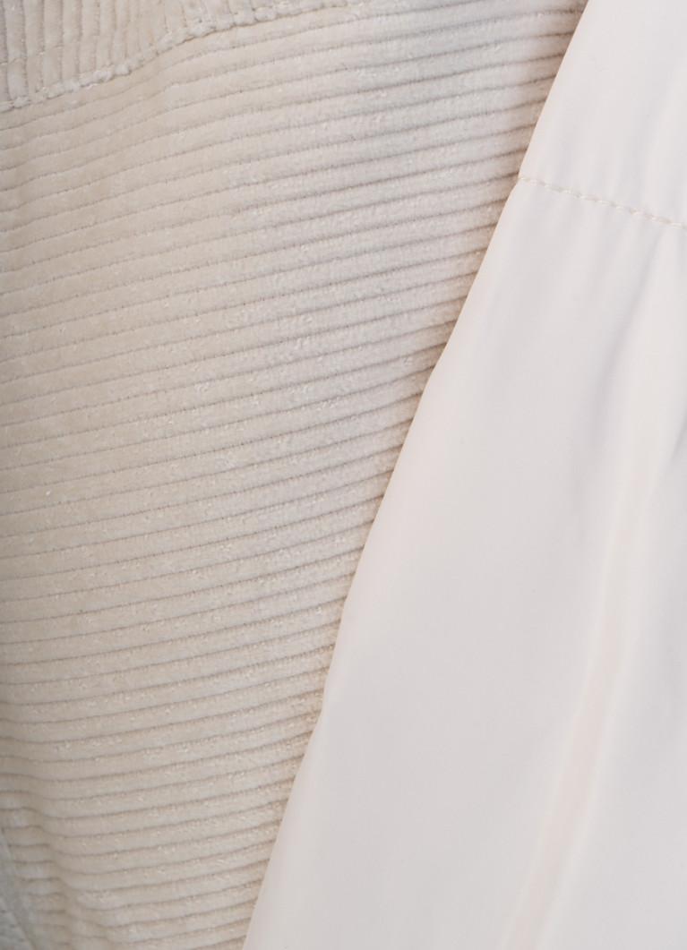 Короткий пуховик с отделкой из вельветовой ткани