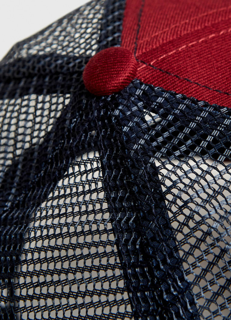 Кепка с вышивкой и сеткой