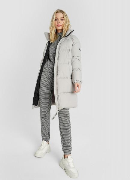 Утеплённое пальто с воротником-стойкой