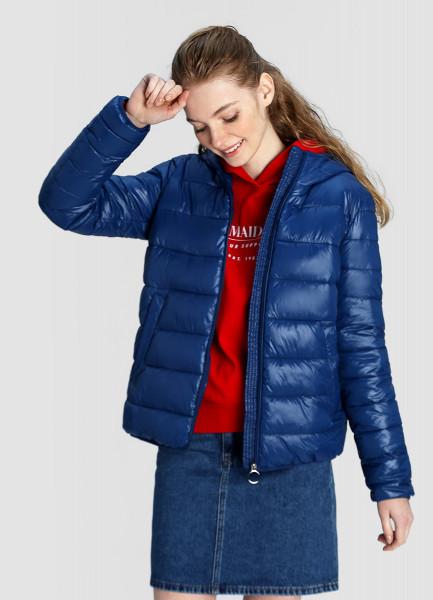Ультралёгкая куртка с капюшоном фото