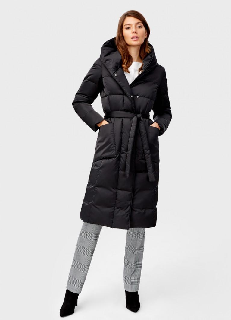 Пальто с поясом и воротником-стойкой
