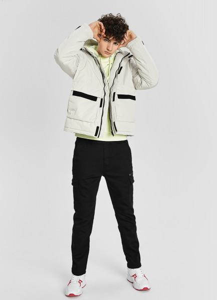 Утеплённая куртка с контрастными деталями
