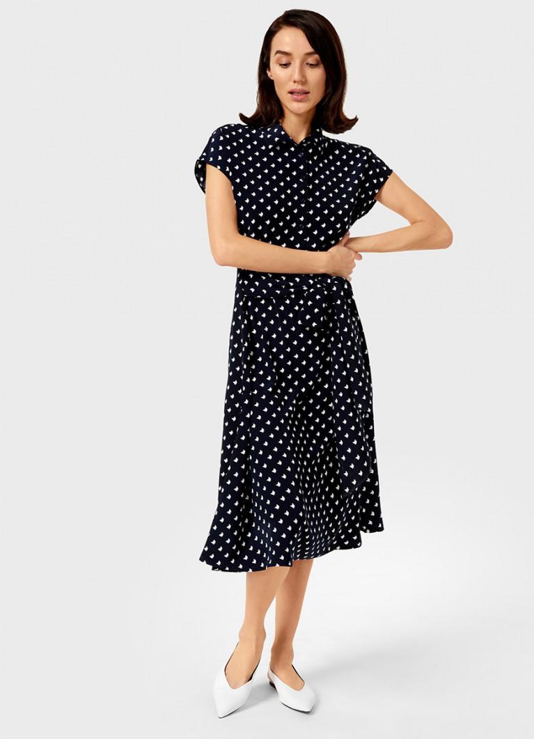 Принтованное платье с завязкой на поясе