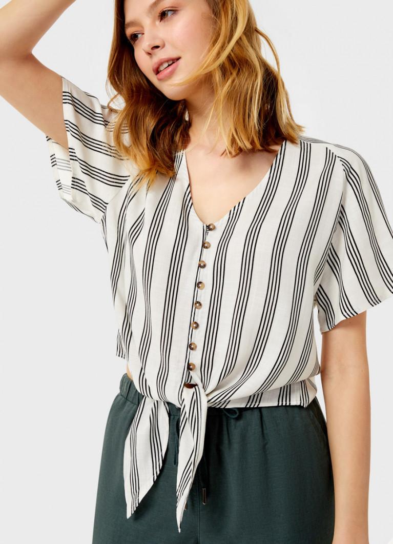 Рубашка с узлом спереди