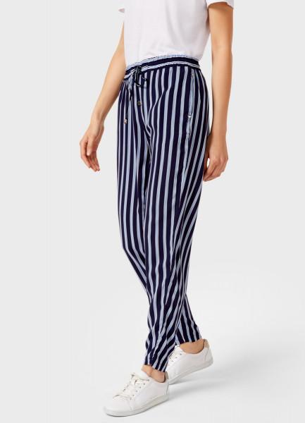 Свободные брюки из вискозы фото