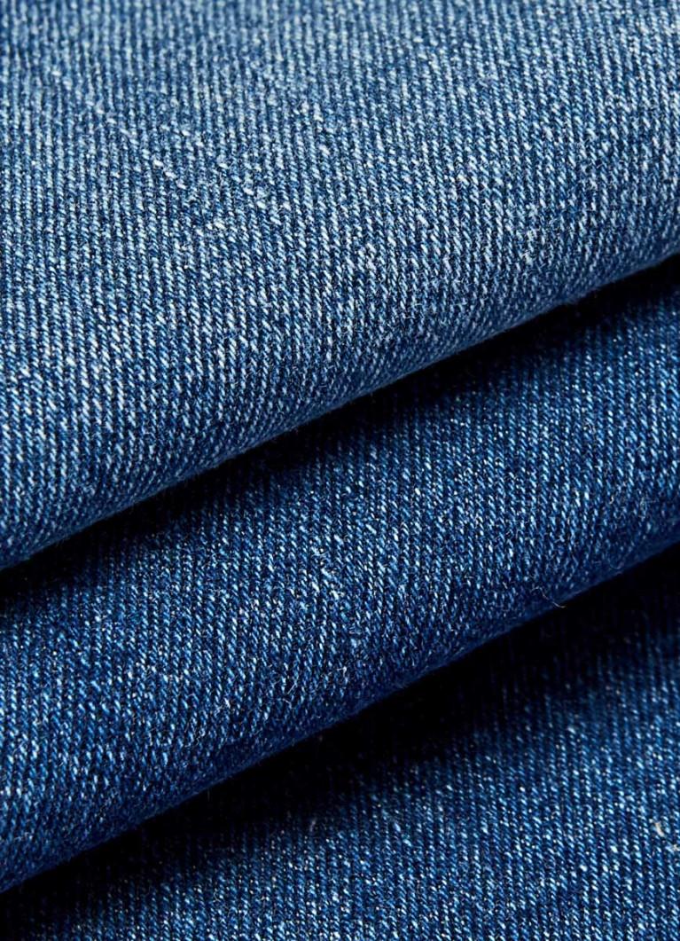 Узкие джинсы с лампасами