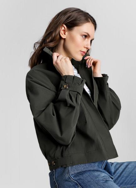 Куртка с большими накладными карманами