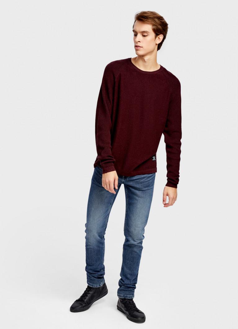 Джемпер с фактурными рукавами