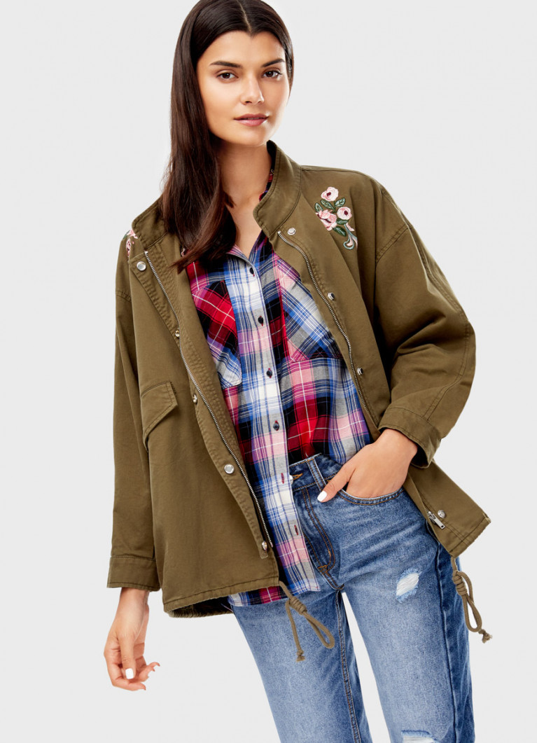 Куртка с цветочной вышивкой