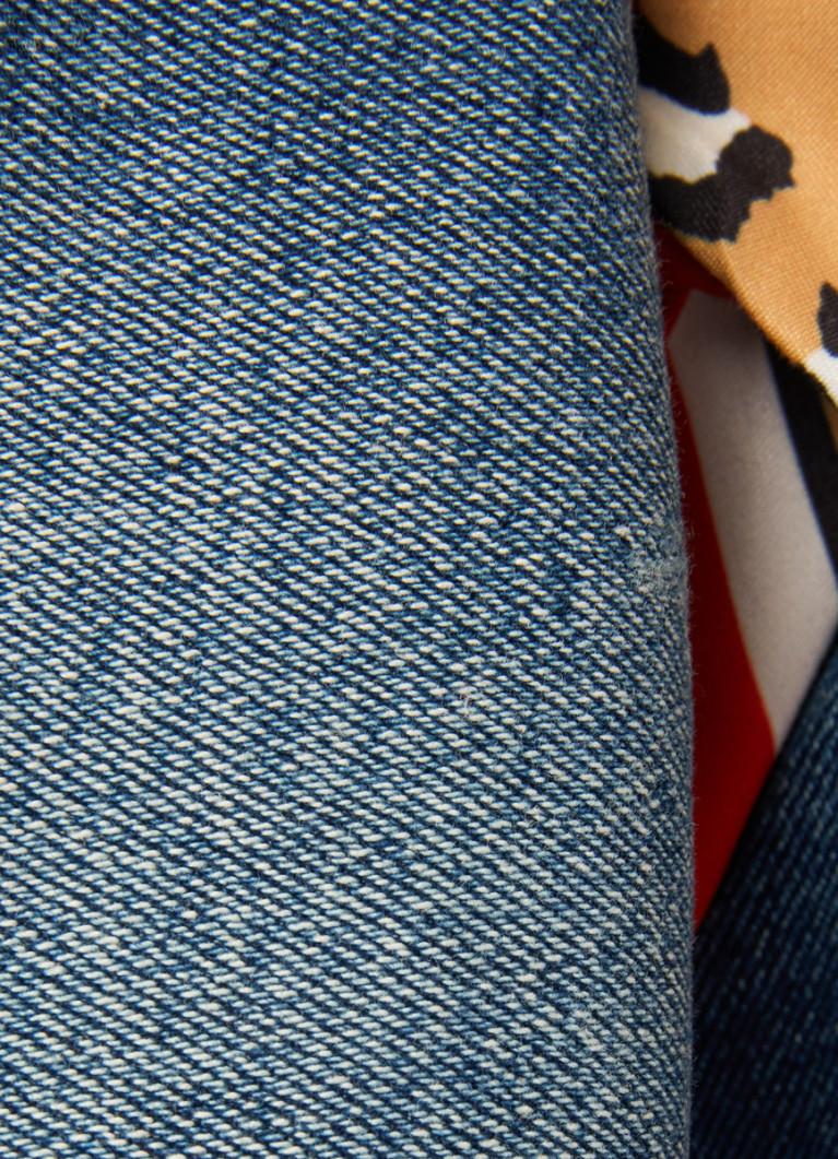 Джинсы с декоративным платком на поясе