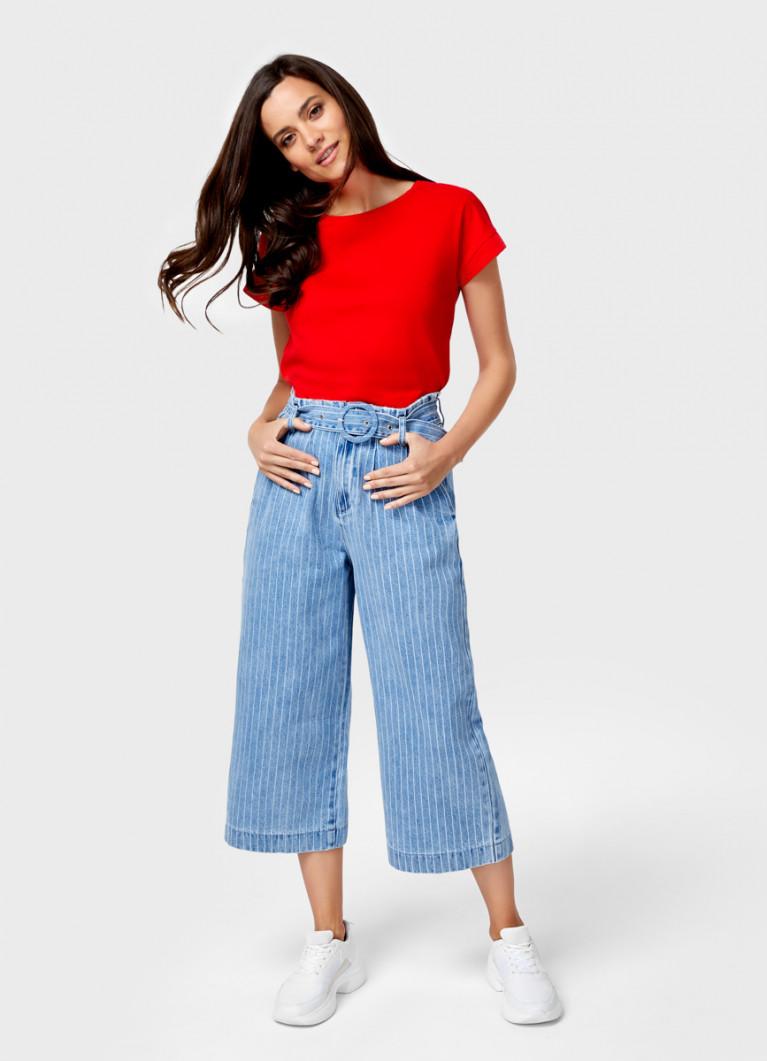 Широкие джинсы с поясом