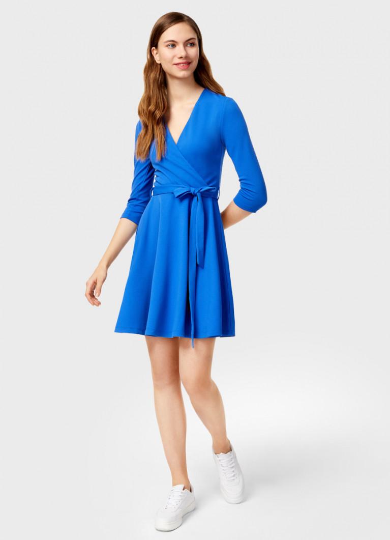 Приталенное платье на запах
