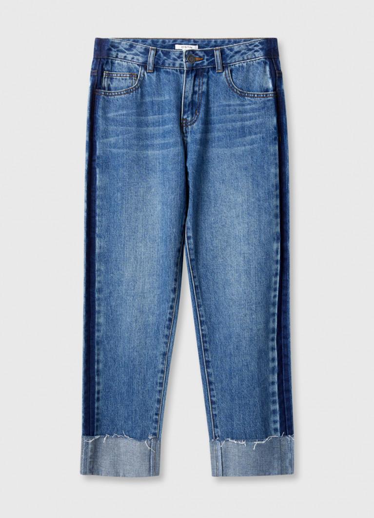 Прямые джинсы с подворотами