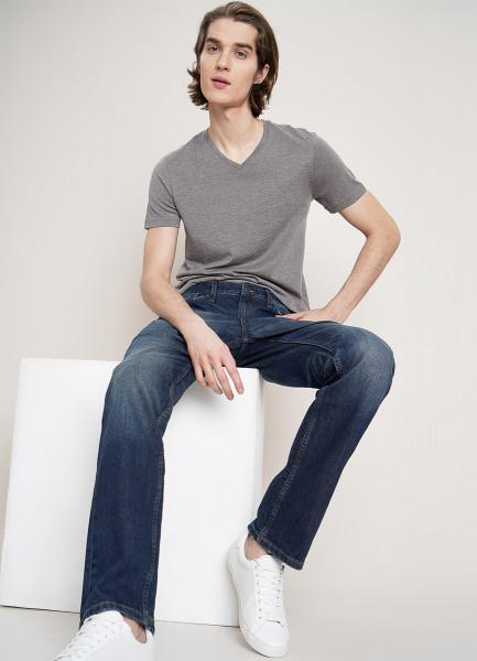 Прямые джинсы с интенсивными потёртостями