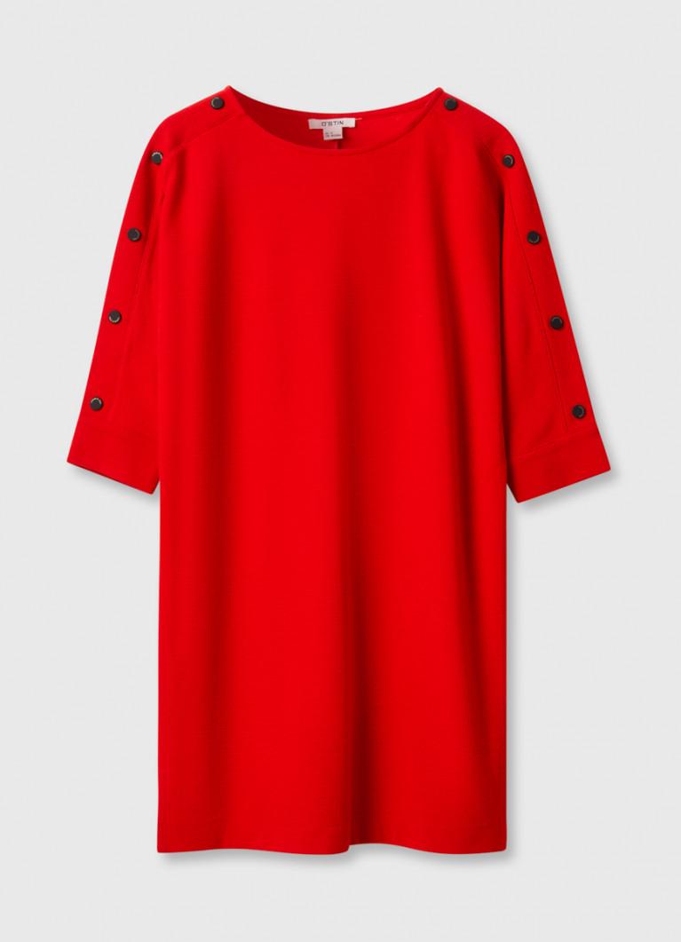 Платье с кнопками на плечах
