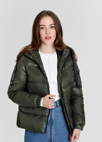 Легкая утеплённая куртка с тесьмой