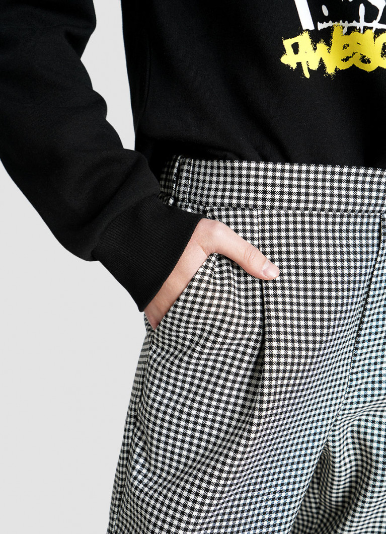 Зауженные брюки в клетку