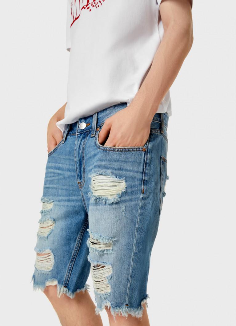 Джинсовые шорты с разрывами