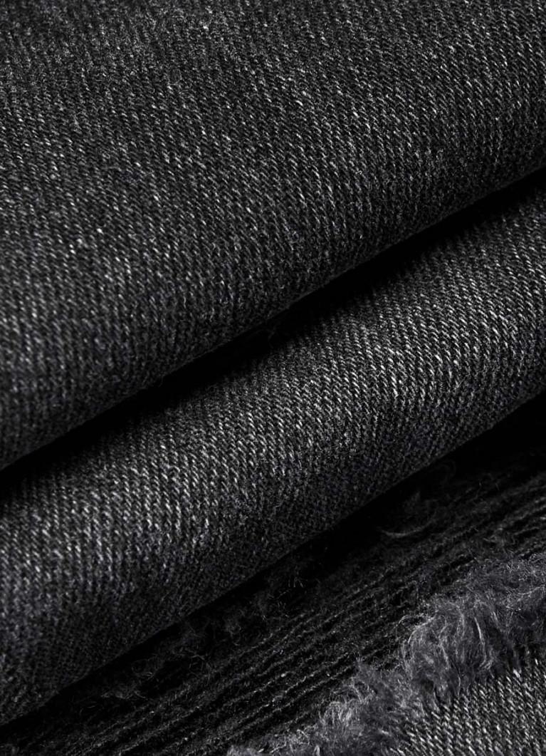 Чёрные рваные джинсы